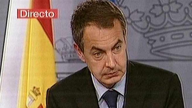 Zapatero, tras el último Consejo de Ministros del año (EFE).