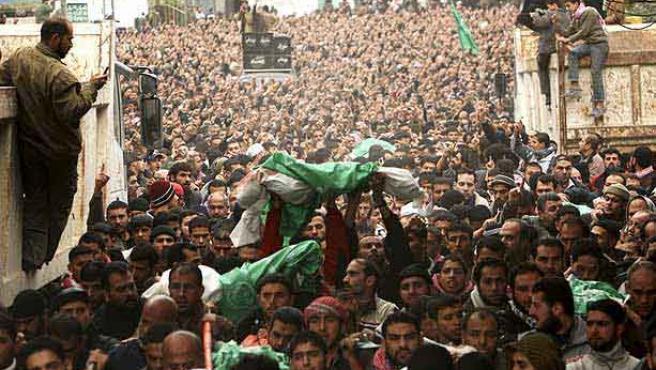 Funerales del líder de Hamás Nizar Rayyan y su familia, que murieron en un ataque del ejército israelí, en Jabalya (M. SALEM / REUTERS).