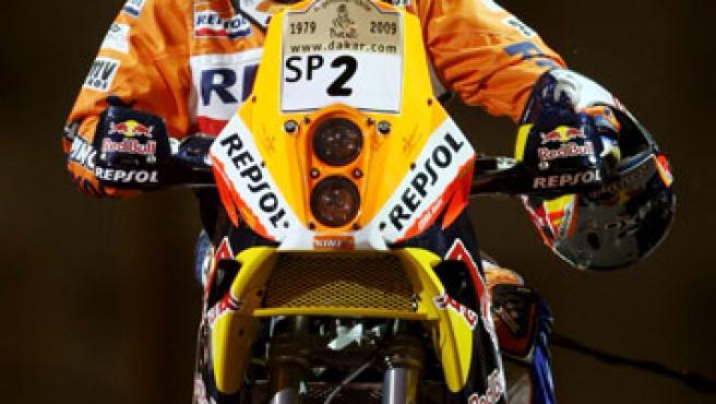 El piloto español Marc Coma, con su motocicleta KTM 690. (EFE)