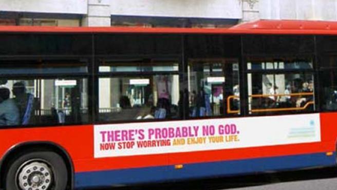 Un autobús con eslogan ateo en Inglaterra. (FOTO: Atheistcampaign)