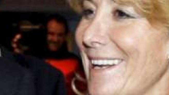 Esperanza Aguirre defiende a las ministras. (ARCHIVO)