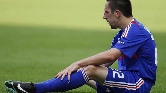 Ribery se lamenta en un terreno de juego. (Reuters)