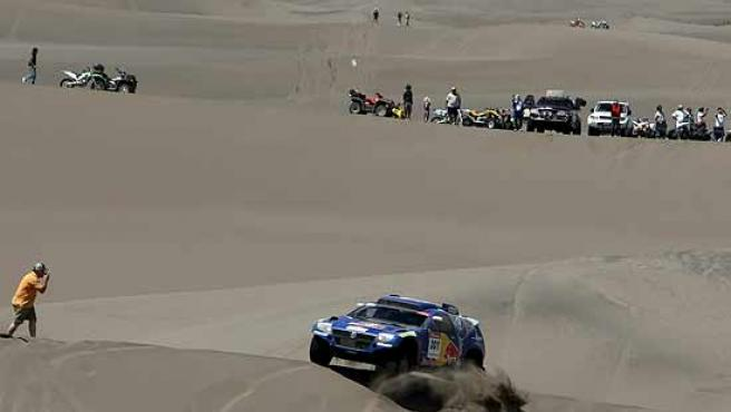 Carlos Sainz se defiende en las dunas Nihuil, en la provincia argentina de Mendoza.