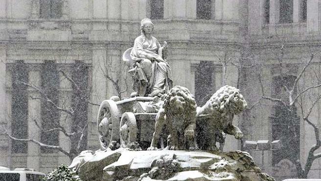 Cibeles blanca. La estatua de la Cibeles durante la intensa nevada sobre la ciudad de Madrid y sus alrededores durante el temporal que azota la Península .