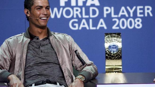 El futbolista portugués Cristiano Ronaldo, antes de la Gala de entrega de los premios al mejor jugador y mejor jugadora del 2008 de la FIFA, en Zurich.