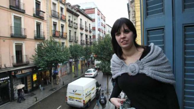 Carmen Montañés vive en la calle Fuencarral, una de las más ruidosas de la capital. (JORGE PARÍS)