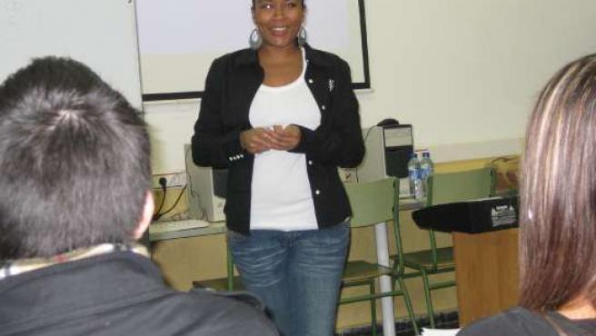 Arianna Puello impartiendo una clase