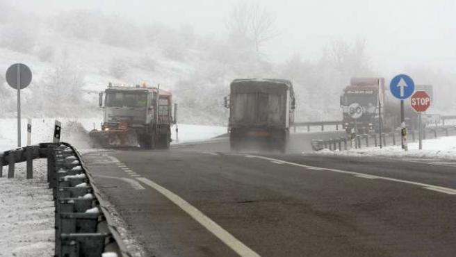 La presencia de nieve, hielo y la niebla hace necesario extremar las precauciones en las carreteras de Castilla y León.