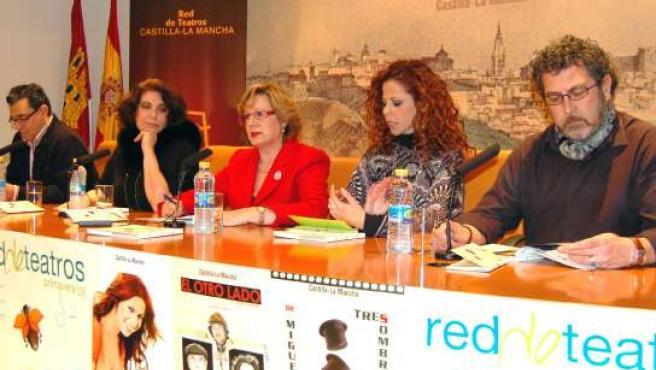 La consejera de Cultura, Turismo y Artesanía, Soledad Herrero, ha junto a Charo López y Pastora Soler. (JCCM)