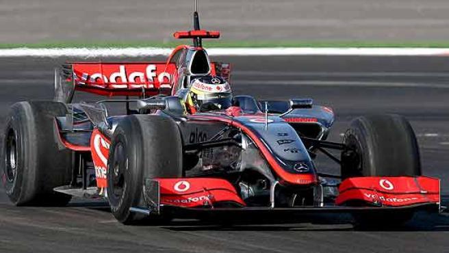 Pedro Martínez de la Rosa, al volante del McLaren en Portimao.