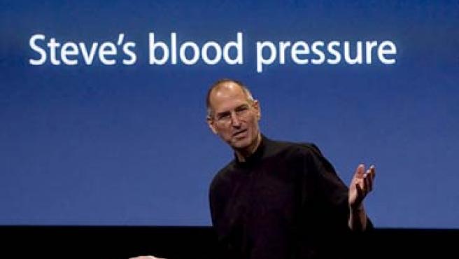 Steve Jobs bromea sobre su presión arterial en una presentación.