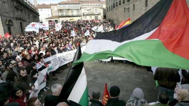 Pancartas y banderas se dejaron ver ayer en Santiago de Compostela, en apoyo a Gaza.