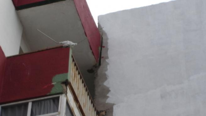 Grietas aparecidas en el bloque número 11 de la urbanización lagunera.