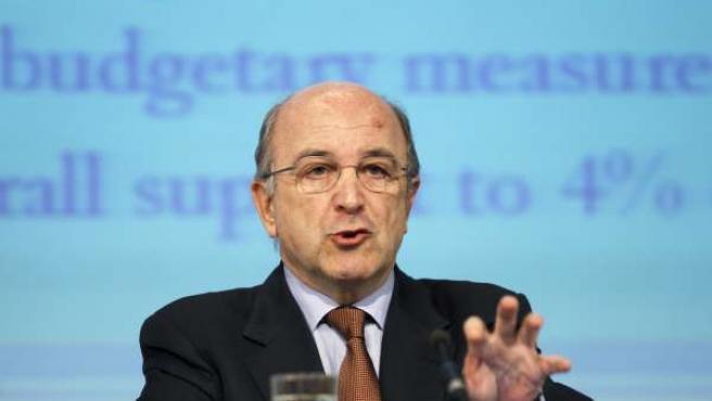 Joaquín Almunia, durante la rueda de prensa ofrecida en Bruselas. (REUTERS/ Francois Lenoir)