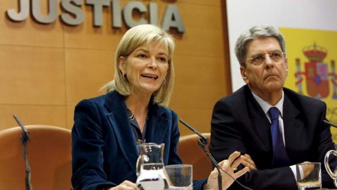 Los jueces Gabriela Bravo y Julio Pérez Hernández, tras la reunión mantenida el pasado enero para convocar la huelga. (EFE)