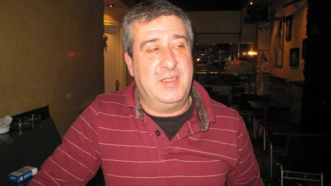 Julio Amor, en su bar de Bilbao, el Tropezón.