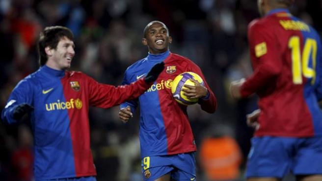 Messi y Eto'o celebran uno de los goles del Barcelona ante el Numancia.