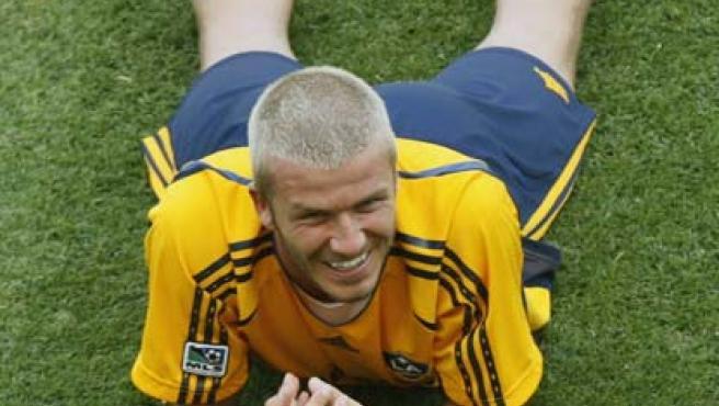 David Beckham sonríe durante el entrenamiento con los Galaxy.