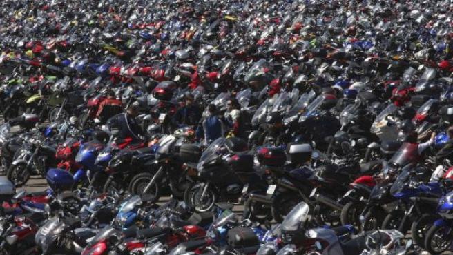 Motos aparcadas fuera del circuito de Jerez. (ARCHIVO)