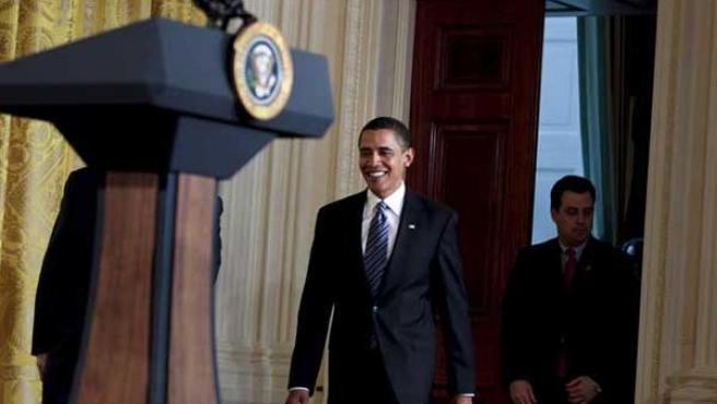 Obama se dispone a atender a los medios tras la reunión con un grupo de empresarios para tratar la crisis (EFE)