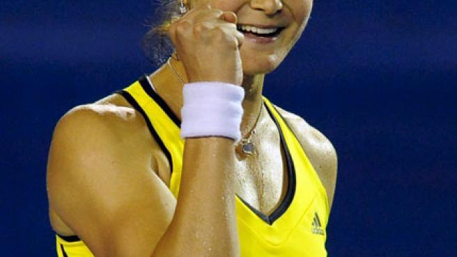 La rusa Dinara Safina celebra su victoria en el partido de semifinales del Abierto de Australia ante Vera Zvonareva.