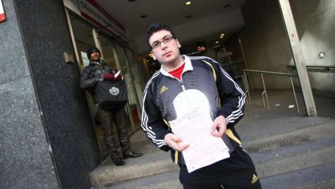 Dragos Todoran es un rumano de 22 años que lleva uno trabajando como portero de discotecas en Madrid. (ARCHIVO)