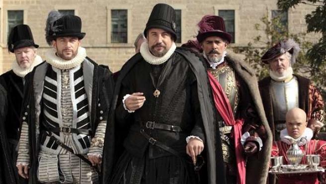 Antonio Pérez, Jason Isaacs, Juanjo Puigcorbé y Fabio Testi en 'La conjura de El Escorial'.