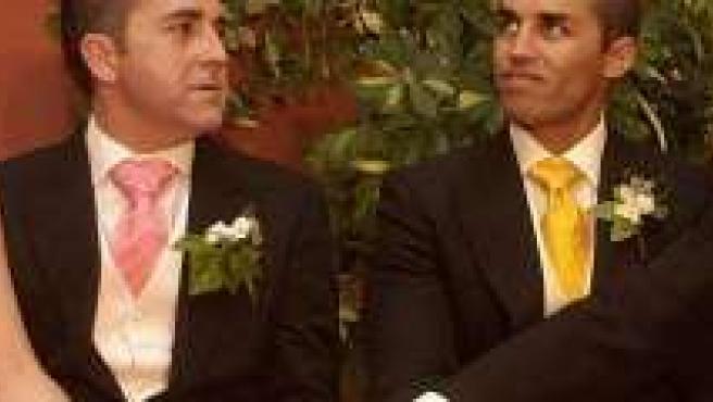 Uno de los matrimonios entre dos hombres celebrados en Sevilla.