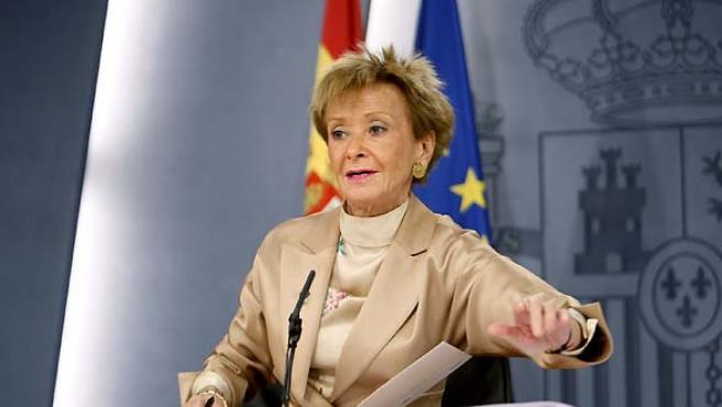 La vicepresidenta primera del Gobierno, María Teresa Fernández de la Vega, tras un Consejo de Ministros.