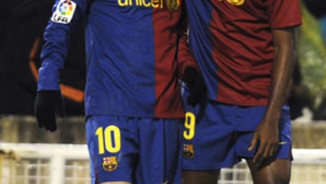 Leo Messi y Samuel Eto'o celebran uno de los goles del argentino del Barcelona ante el Racing.