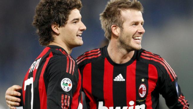 David Beckham y Alexander Pato celebran el gol del delantero del Milan ante el Lazio.
