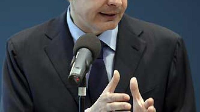 El presidente del Gobierno, José Luis Rodríguez Zapatero, durante su rueda de prensa de este martes en Madrid. (Ángel Díaz / EFE).