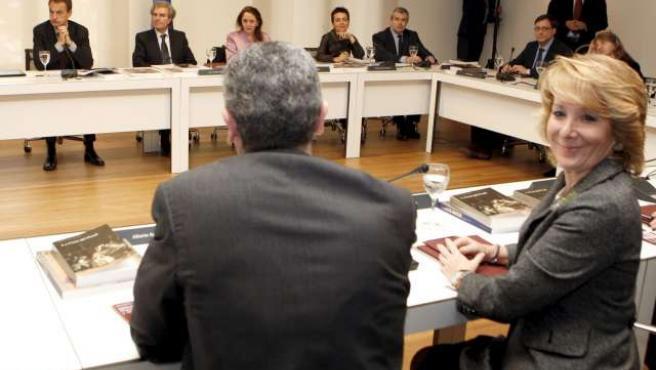 Esperanza Aguirre junto a Alberto Ruiz-Gallardón, este jueves. (EFE)