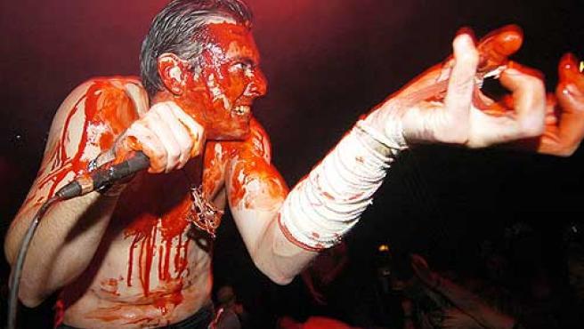 Algunos grupos utilizan 'atrezzos' en sus actuaciones.