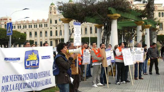 Agentes de la Policía Nacional protestan frente a la Delegación del Gobierno en Melilla por las agresiones que sufren en la frontera.