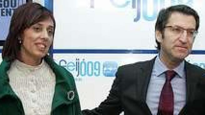 Alberto Núñez Feijóo junto a Luis Carrera (primero por la derecha) en la preesntación de candidatos populares.