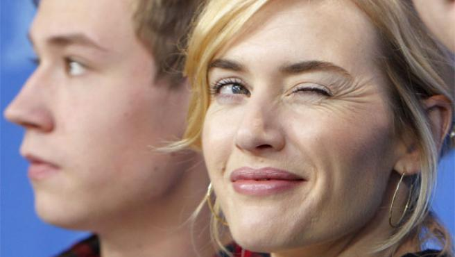 Kate Winslet y David Cross posan en la Berlinale (REUTERS).