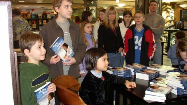 Adora Svitak, en un acto de firma de libros.