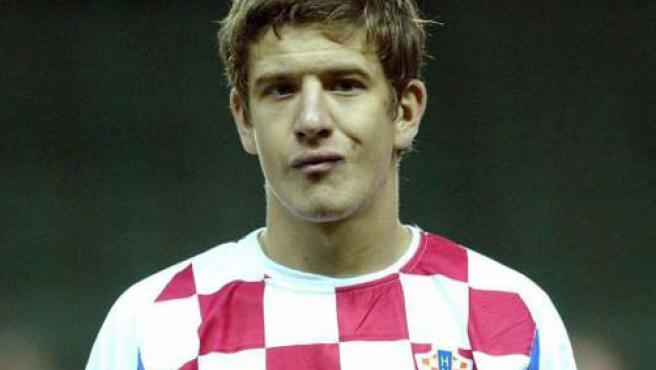 Una imagen de archivo de Dino Drpic con la camiseta de Croacia.