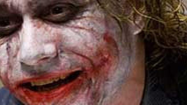 El actor Heath Ledger, caracterizado como 'Joker'