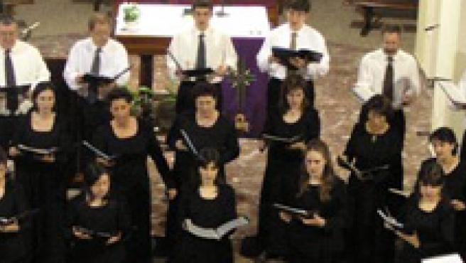 Imagen de archivo de los miembros de un coro.
