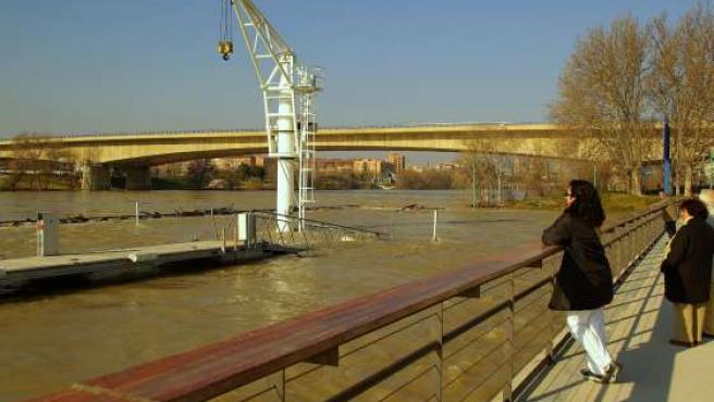 La crecida del Ebro ha sido algo superior a la de finales de enero.