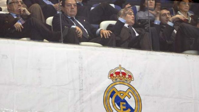 Vicente Boluda, nuevo presidente del Real Madrid, en el palco del Santiago Bernabéu.