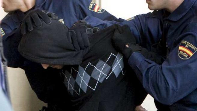 El presunto autor de la muerte de la joven Marta del Castillo, Miguel C.D., es trasladado por agentes de la Policía