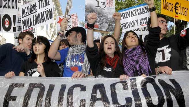 Estudiantes protestan contra el Plan Bolonia en Madrid (EFE).