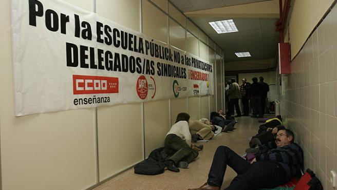 Encierro de profesores en el centro de Leganés. (NAVIA)