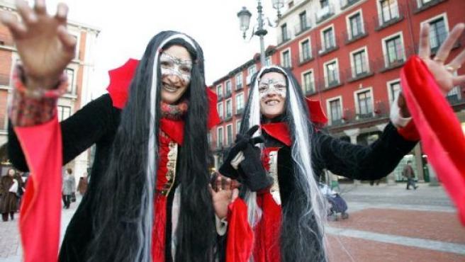 Dos mujeres disfrazadas de vampiresas en unos carnavales anteriores.