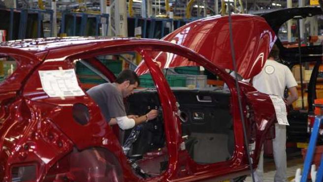 El sector del automóvil, uno de los mayores perjudicados por la crisis económica. (ARCHIVO).