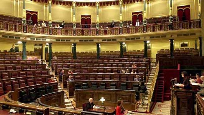 El Congreso, vacío el 17 de mayo de 2007, en plena campaña para las elecciones municipales y autonómicas. (Ángel Díaz / EFE).