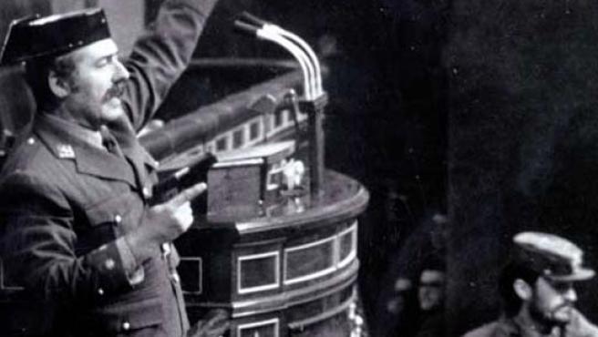 Antonio Tejero en un momento del golpe de 23 del Febrero de 1981. (ARCHIVO)